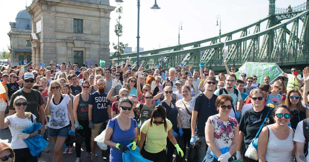 Magyarországon valaha volt legnagyobb szemétszedési akcióját, a JÖN Alapítvány, azaz mi szerveztük! Céges szemétszedés