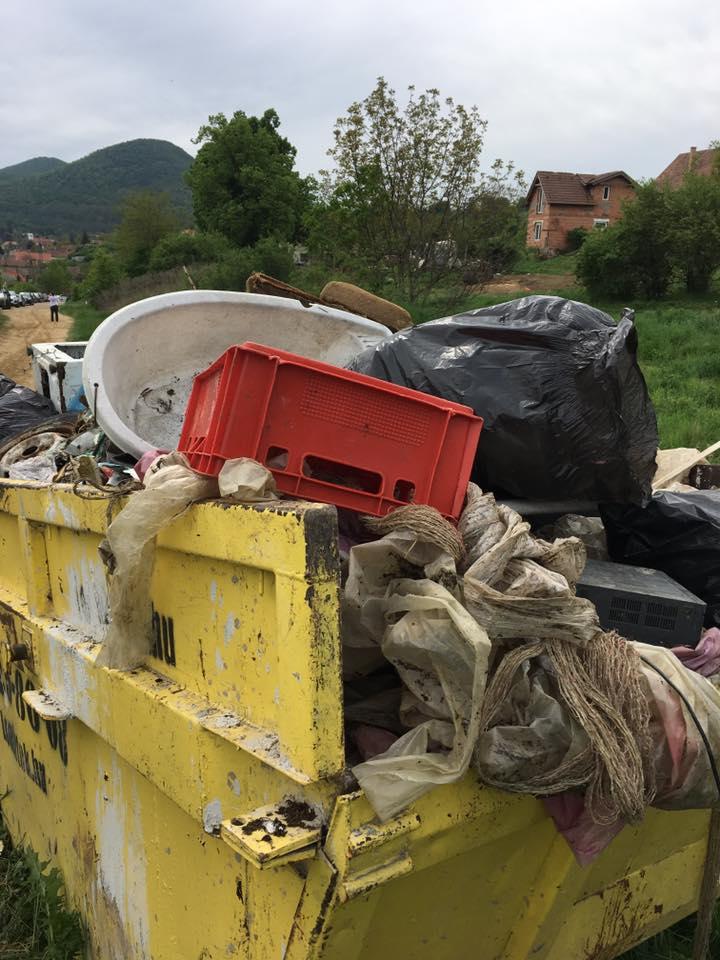 Három ilyen konténer telt meg illegálisan lerakott hulladékkal. Hatalmas köszönet az önkénteseknek.